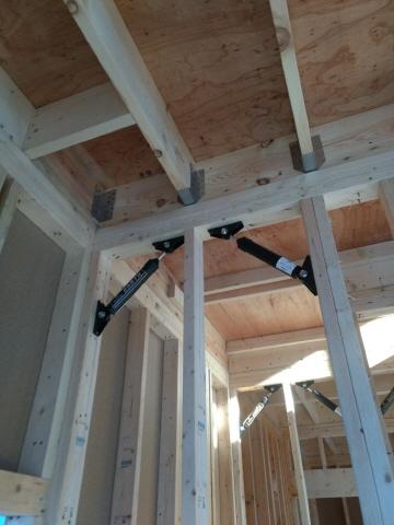 玄関に収納椅子や制震機能付き、1F2700hなど細かい仕様が嬉しいですね。