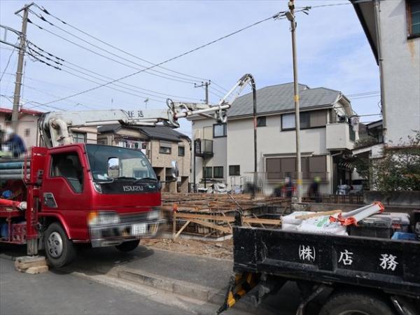 グリーンライン「高田」駅平坦徒歩8分の立地。通勤通学に大変便利な立地でございます。3月撮影