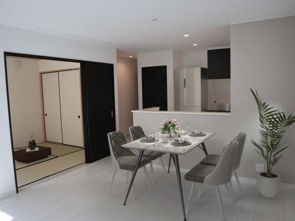 1号棟リビング(配置してある家具はCGによるイメージです。)和室と続き間になったLDKは21帖